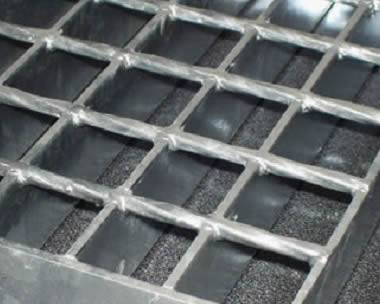 Welded steel grating with plain surface